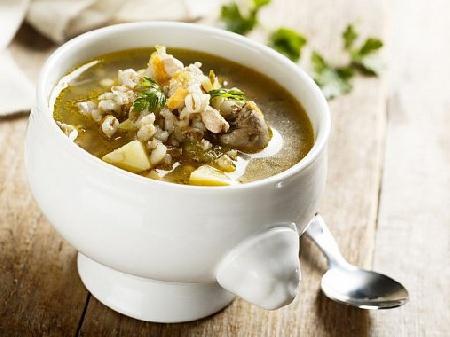 Вкусна супа (чорба) с пилешки сърца, картофи и ечемик - снимка на рецептата